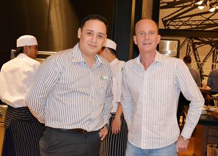 Bernardo de la Garza (left), Director of F&B, Holiday Inn Pattaya chats with John Manley (right), Executive Assistant Manager of the Hard Rock Pattaya.