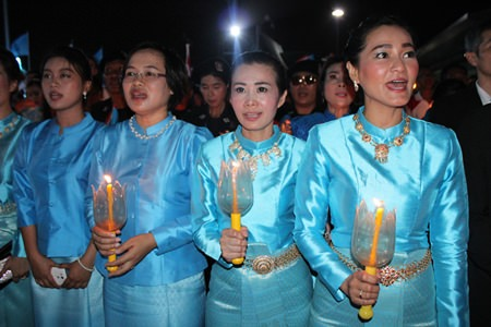 Praichit Jetpai and members of the YWCA sing their loyalty to HM the Queen on Mother's Day.