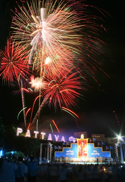 Beautiful fireworks brighten the entire Khao Pratamnak area.