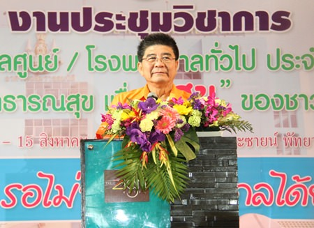 Health Ministry Permanent Secretary Dr. Narong Sahameathapan gives a lecture on life before retirement.