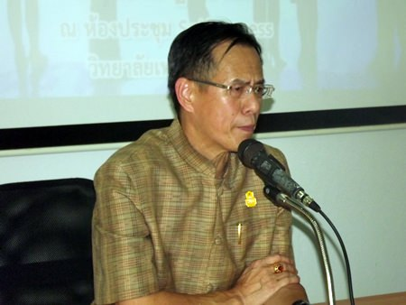 "Deputy Gov. Pongsak Preechawit launched the ""Volunteer Leaders Anti-Drug Project"" at Pattaya Technical College in Nongket Yai."