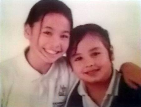 Robert John Day has posted a 100,000 baht reward for information leading to the return of his 2 daughters and the arrest of their mother for abducting them.