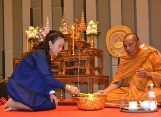Erawan Group Managing Director Kamonwan Wilupakorn leads religious ceremonies for the Holiday Inn Pattaya's new building.