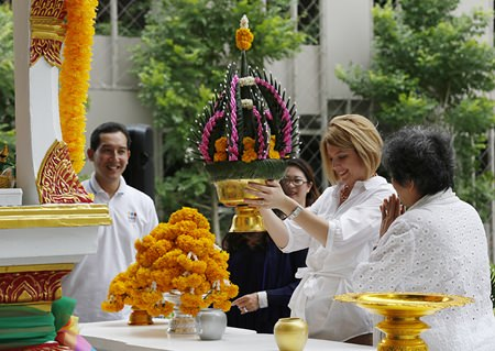 Holiday Inn General Manager Kate Gerits offers a flower cone as part of the religious ceremonies marking the opening of Holiday Inn Pattaya's new Executive Tower.
