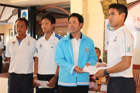 Pattaya Mayor Itthiphol Kunplome (2nd right) presents a sponsorship award to Aek Bunswad (right).  The young Thai windsurfer is currently competing at the Asian Games in Incheon.