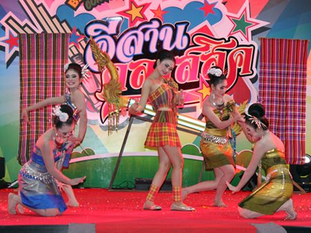 Five young ladies perform a traditional Isaan dance.