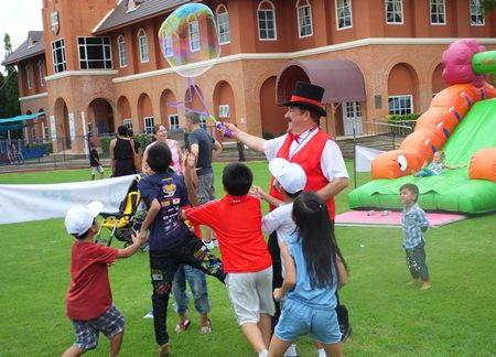 Doc Penguino entertains the children at the TFi Free Kids Zone. (Photo by Rodney Charman)