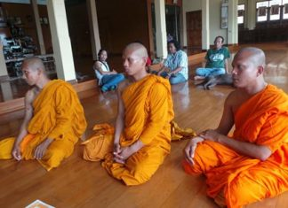 Navy Police arrested 3 men masquerading as monks allegedly to swindle Sattahip Market shoppers.