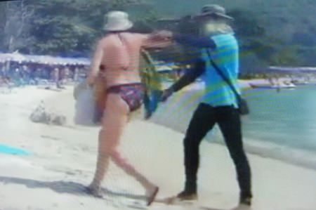 A YouTube video showing a Koh Larn beach vendor rudely abusing a woman tourist went viral, prompting police to arrest the offender the very next day.