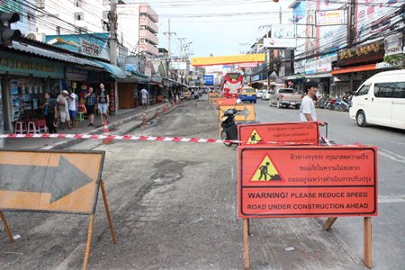Long-overdue resurfacing of Pattaya Second Road finally began Sept. 15 and city hall is optimistic the job will be done by Oct 4.