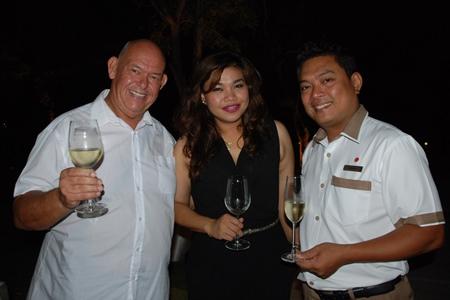 (L to R) Rodney James Charman, Koonlapatporn Intarasing, Key Account Specialist (Horega) of Siam Winery, and Thanakiti Saivichittree, Food & Beverage Manager of Amari Pattaya.