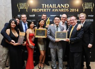 The Bravothai Lifestyles Co., Ltd. team from Pattaya celebrate their Thailand Property Awards win for The Vineyard with judge Mark Bowling.