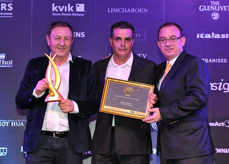(L to R) Rony Fineman and Kobi Elbaz receive their award from Thailand Property Awards judge Mark Bowling.