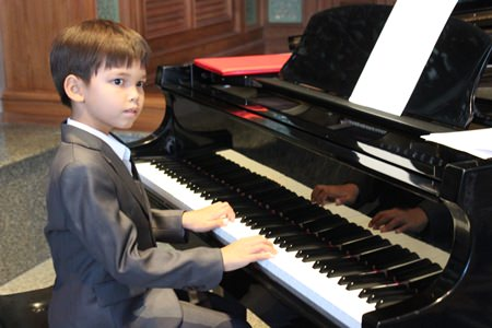 Seven-year-old Ben Khinkhunthod, an exceptionally talented child prodigy won the hearts of the whole audience.