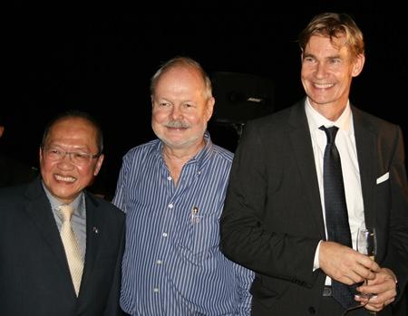 (l-r) Consul Chatchawal, Jan Bertil Eriksson and Ambassador Molin.