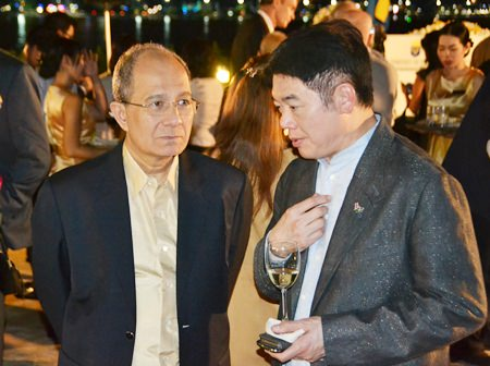 Mr Phallop Thaiarry (left), MD Avis Thailand and Viktor Sukseree, GM of Dusit Thani Hua Hin.