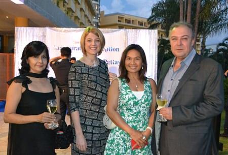 Sue Kukarja (PMTV), Kate Gerits (Holiday Inn Pattaya), Ploy and Rene Pisters (Thai Garden Resort) enjoy the evening.