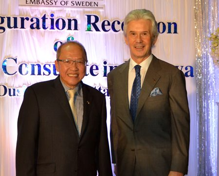 David Shackleton (right), COO of Dusit International was on hand to congratulate H.E. Chatchawal.