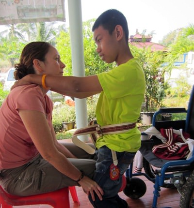 Laurie Bastien, a volunteer working with WWM, working with Nung at the Khru Boon Choo Centre in Ban Chang.