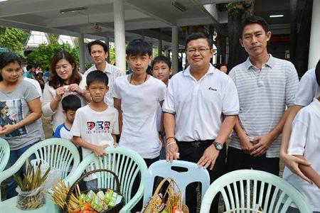 Deputy Mayor Verawat Khakhay and his family make merit at Wat Chong Lom in Naklua.