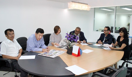 The TAT and Pattaya Mail Media group agree to cooperate with each other in the promotion of tourism to Pattaya and other destinations in Thailand. (l-r) Songpol Swetarat, Auttapon Thaweesuntorn, Suladda Sarutilavan, Pratheep Malhotra, Vutikorn Kamolchote (President of the Rotary Club of Jomtien-Pattaya) and Sue Kukarja.