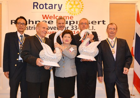 DG Rachnee is presented with a pair of exquisite swans from all 5 Rotary club presidents. (l-r) Vutikorn Kamolchote (Jomtien-Pattaya), Otmar Deter (Dolphin-Pattaya International), Ingo Raeuber (Phoenix Pattaya), Russell Iffland (Eastern Seaboard) and Joseph Roy (Pattaya Marina).