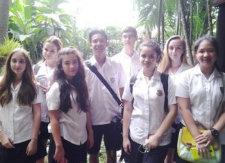 Year 10 students visit Jim Thompson's House