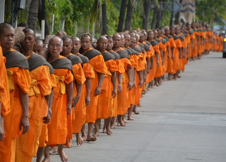 """Over 200 monks begin their pilgrimage through Pattaya to restore the """"soul"""" of Lum Manao Temple in Bothong, which according to organizers is devoid of Buddha's spirit."""