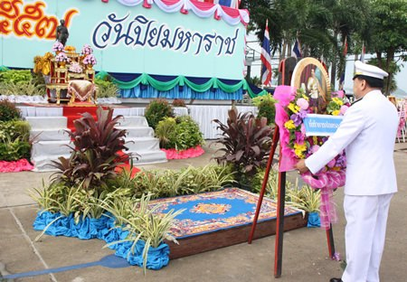 In Sattahip, District Chief Phawat Lertmukda lays a wreath at the district's monument, expressing their loyalty to the memory of HM King Chulalongkorn.