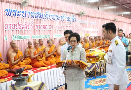 Monta Srichote chairs the Thod Kathin Ceremony in honor of His Majesty King Bhumibol Adulyadej.