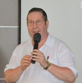 Member David Garmaise provides some interesting facts about the tunes after the audience Named that Tune for him during his presentation at the PCEC Sunday meeting.