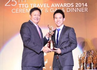 Royal Cliff Hotels Group Executive Director Vitanart Vathanakul (right) receives the TTG Travel Hall of Fame Award 2014 from Darren Ng, Managing Director of TTG Asia Media Ltd. at the 25th Annual TTG Awards 2014 Ceremony & Gala in Bangkok.