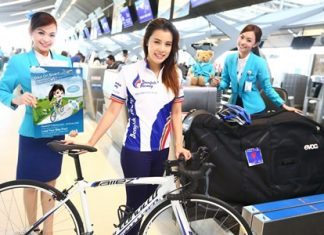 """Aroonnapa """"Varn Varn"""" Panichjaroon, actress from Ch. 3 and one of Thailand's most renowned celebrity cyclists, helps launch the free """"Bike On Board"""" Campaign."""