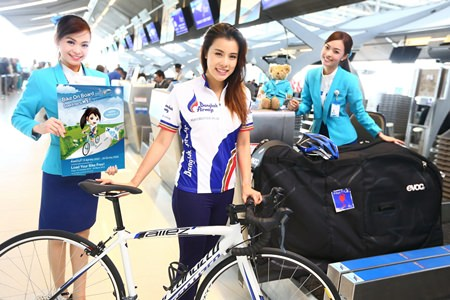 "Aroonnapa ""Varn Varn"" Panichjaroon, actress from Ch. 3 and one of Thailand's most renowned celebrity cyclists, helps launch the free ""Bike On Board"" Campaign."