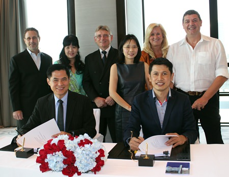 Stephen Ho, President of Starwood Hotels & Resorts Asia Pacific (front left), and Sawit Ketroj, Managing Director of Phuket Advance Development Ltd (front right) pose with Starwood senior regional management during the contract signing ceremony for the development of the Sheraton Phuket Kalim Beach Resort.  Lothar Pehl, Starwood Senior Vice President of Operations and Global Initiatives and Regional Vice President, Hotels & Resorts, Thailand, Cambodia and Vietnam, stands 3rd from left.