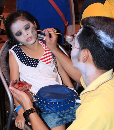 Ripley's World in Royal Garden Plaza offered makeup services for the scary night.