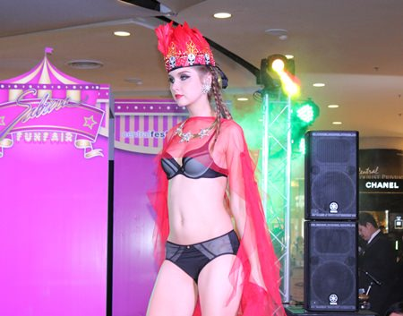 Central Festival Pattaya Beach kicked off the winter season with a lingerie fashion show.
