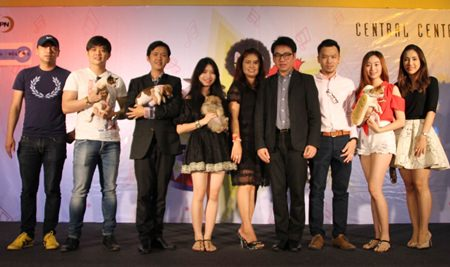 "Pattaya City Council Vice President Rattanachai Sutidechanai and Central Center Pattaya General Manager Sajan Nhakbhun preside over the opening ceremony of ""The Musical Festival"" for dogs and dog lovers."