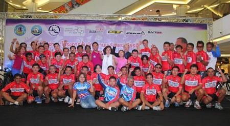 Thirty-five Pattaya cyclists will trek 800 kilometers to Loei Province Nov. 28 - Dec. 3 to celebrate HM the King's 87th birthday.
