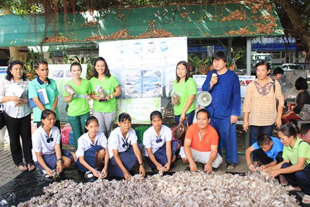 Pattaya School No. 8 has become the latest to take part in the YWCA Bangkok - Pattaya Center's project to teach students how to grow and manage a mushroom farm.