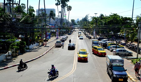 Jomtien Beach Road seen from Dongtan Police station - officials cancelled plans to convert the road to one-way, at least until after the high season.