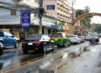 Jomtien Beach Road is slated to become a one-way street, similar to Pattaya Beach Road, starting Nov. 12 in a one-month test to determine if it could permanently improve traffic flow.