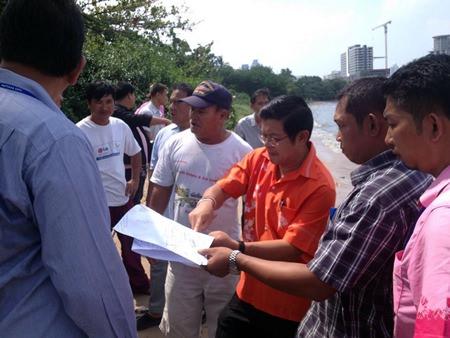Deputy Mayor Verawat Khakhay conducts a survey along Puek Plub canal in Naklua to improve drainage efficiency in the Naklua market area.