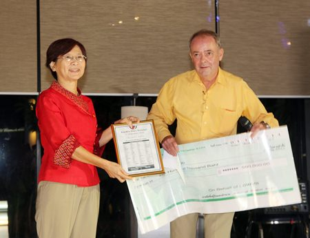 Dr. Jureerat (left) receives a cheque for 500,000 baht on behalf of Dr Philippe Suer (Heartt2000) from Tony Sales.