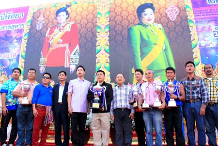 The trophy presentation was attended by Pattaya Mayor Itthipol Kunplome, Nongprue Municipality Mayor Mai Chaiyanit and many local civil servants.