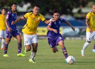 Pattaya United's Aphichet Thongchai (left) and Phitsanulok FC's Santiphap Ratniyom (right) challenge for the ball during their Thai Division 1 fixture at the Central Stadium in Phitsanulok, Saturday, Nov. 1.( Photo courtesy Phitsanulok FC)