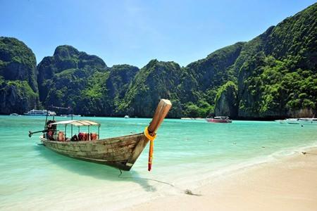 Etihad Airways commences daily flights to Phuket.