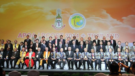 Honorary guests and senior members of the Royal College of Orthopaedic Surgeons of Thailand (RCOST) and Asia Pacific Orthopaedic Association (APOA) pose for a group photo during the opening ceremony of the event.