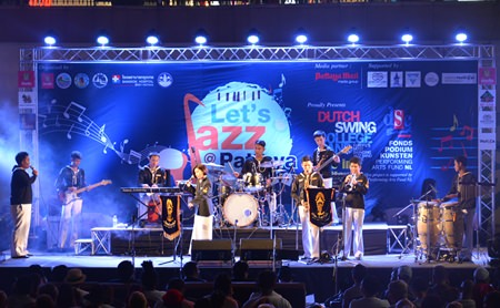 The Duriyang Navy Band got the musical event underway in fine style.