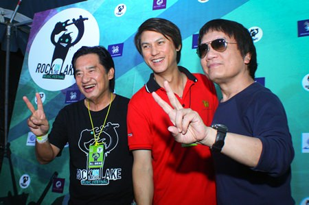 (L-R) Surachai Thangjaithrong, President of the Silver Lake Entertainment Co., Ltd. poses with Wuttinan Pirompakdee, Managing Director of Music Union Co., Ltd. and rock star Pom Asanee Chothikul.
